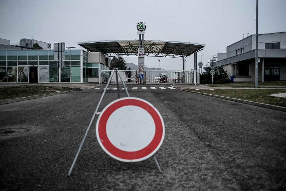 Výroba vozů Škoda v závodě Kvasiny.