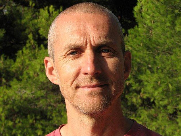 Martin Jára, ředitel Ligy otevřených mužů, www.ilom.cz, psycholog, publicista, otec čtyř dětí, muž, co rád venčí svého vlčáka.