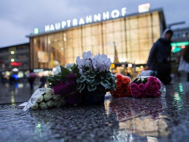 V Kolíně nad Rýnem, v Hamburku a v Mnichově napadli při oslavách příchodu nového roku mladí muži téměř několik stovek žen.