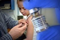 Očkování vakcínou proti covidu je v USA povoleno už i dětem.