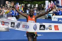 Pražský mezinárodní maraton vyhrál Nicholas Kemboi z Kataru. Časem 2:08:51 zaostal za tři roky starým traťovým rekordem o více než tři minuty.