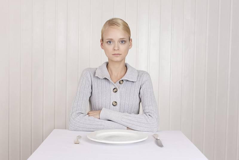 Lidé s poruchami příjmu potravy mají velmi křehkou psychiku a není snadné jim pomoci.