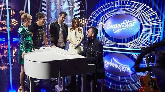Pětice hudebníků. Pavol Habera, Marián Čekovský a další rozhodnou o vítězi, na nějž čeká dvoumilionová výhra.