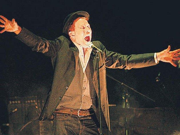 Červencový koncert Toma Waitse byl především splněným přáním jeho fanoušků.