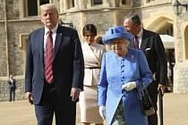 Britská královna Alžběta II. a americký prezident Donald Trump.