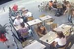 Útok na Marii Laguerreovou (na snímku vlevo)
