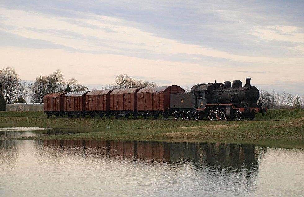 """""""Vlak smrti"""", který transportoval lidi do tábora Jasenovac. Dnes tvoří jeden z exponátů zdejšího památníku"""
