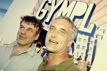 GYMNAZISTÉ. Tomáš Vorel (vlevo) s Tomášem Hanákem, který si v Gymplu zahrál despotického otce.
