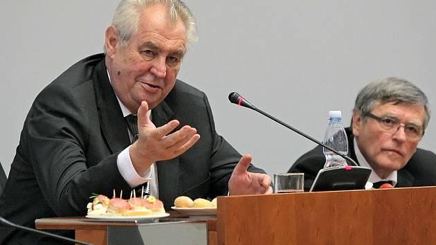 Na oficiální návštěvu Kraje Vysočina přijel 24. 6. 2015 prezident Miloš Zeman. Jako první zavítal na Krajský úřad, kde se přivítal s hejtmanem Jiřím Běhounkem, zastupiteli a zástupci příspěvkových organizací.