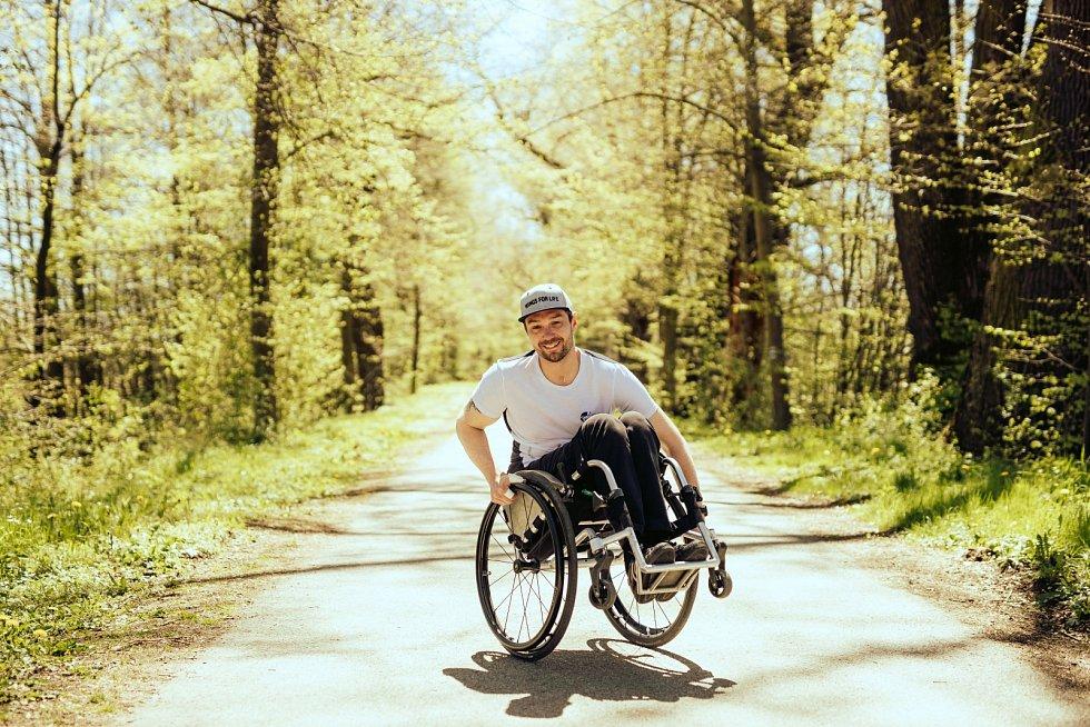 Ambasadorem akce v Česku byl Zbyněk Sýkora, závodník na invalidním vozíčku zvládl v limitu 18 kilometrů