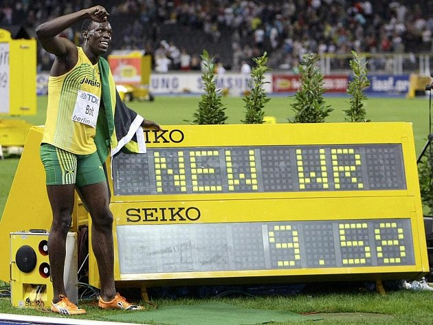 Jamajský sprinter Usain Bolt prolétl trať v běhu na 100 metrů ve světovém rekordu 9,58.