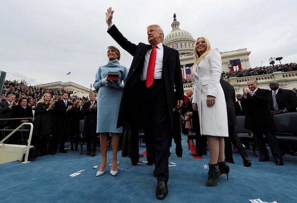 2017, Donald Trump. Dnes končící prezident Trump, stejně jako covidová pandemie, narušil celou řadu amerických tradic. Mimo jiné se nezúčastní dnešní inaugurace Joea Bidena. Výsledky voleb stále označuje za obrovský podvod