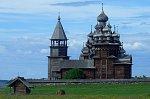 V Rusku shořel unikátní dřevěný chrám. Zapálil ho patnáctiletý satanista