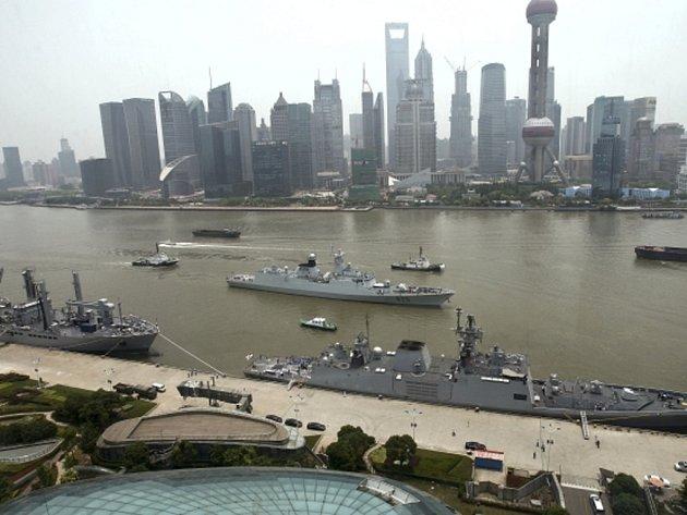 Čínské hlídkové lodi údajně pronikly do japonských vod.