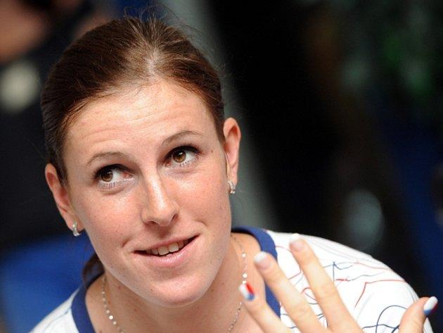 Čtvrtkařka Zuzana Hejnová před odletem na olympijské hry v Londýně.