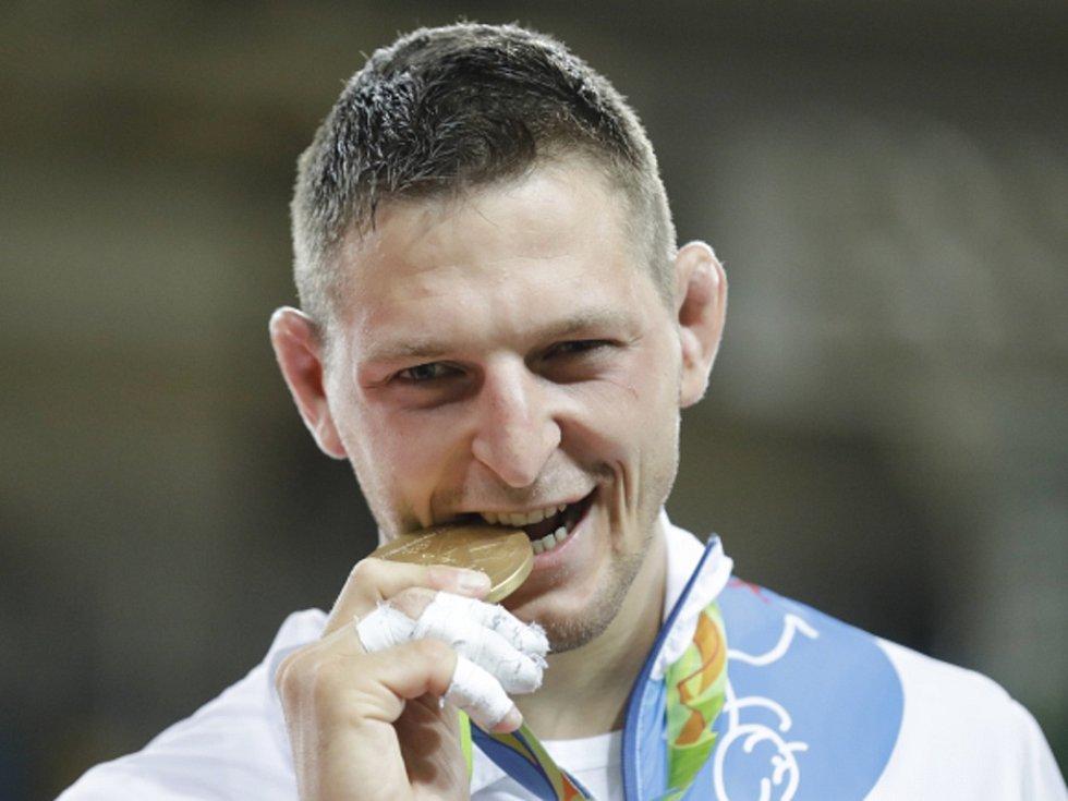 Lukáš Krpálek se zlatou medailí z olympijských her v Riu.