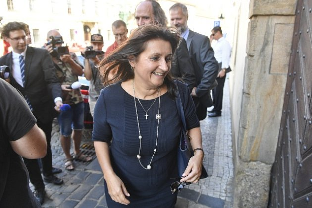 Europoslankyně Michaela Šojdrová přichází na schůzku s premiérem Andrejem Babišem ohledně přijetí syrských sirotků.
