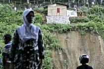 Zemětřesení o síle 6,2 stupně zasáhlo dnes oblast západně od ostrova Sumatra v Indonésii.
