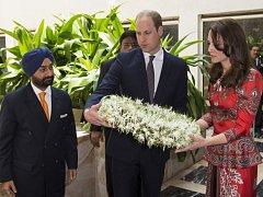 Princ William s manželkou Kate v Bhútánu uctili památku obětí teroristického útoku v Mumbai.