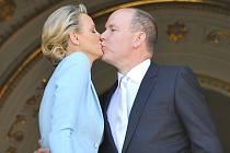 Monacký kníže Albert II. se oženil se svou dlouholetou přítelkyní Charlene Wittstockovou.