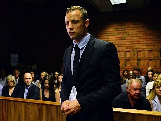Oscar Pistorius před soudním tribunálem.