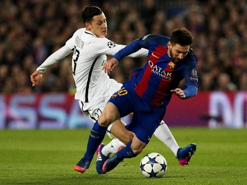 Lionel Messi z Barcelony (vpravo) proti Paris St. Germain.