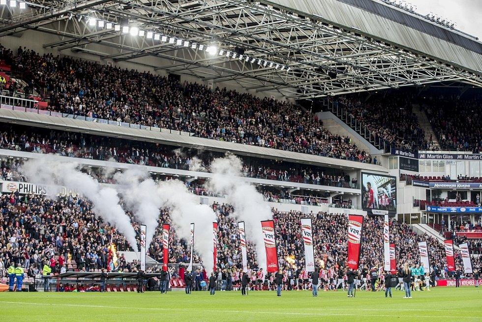 Nizozemský PSV Eindhoven dostal v roce 2002 za rasistické chování svých fanoušků pokutu přes milion korun.
