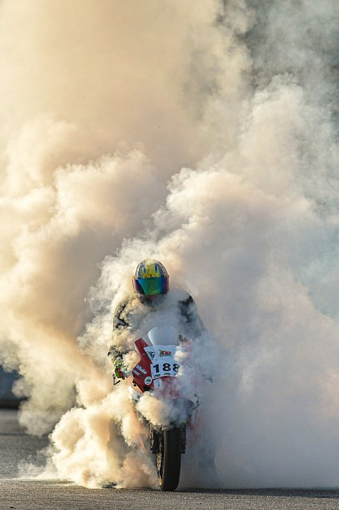 Na autodromu v Sosnové se 1. října 2020 zakončovala motorkářská sezona a na jezdce čekaly testovací měřená kola. Závěrem dne byl připraven měřený závod s pevným startem.
