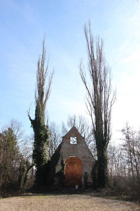 Pohřbívat se zde přestalo až v padesátých letech minulého století a hřbitov byl zcela opuštěn 1. ledna 1963.