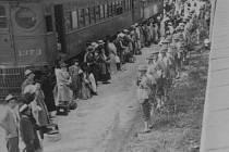 V průběhu jara až podzimu 1942 vzniklo celkem deset relokačních táborů.