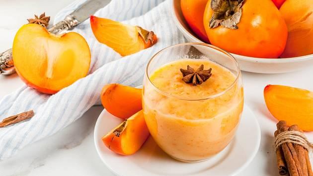 Zdravé smoothie z kaki, ochucené anýzem a skořicí