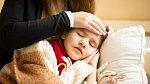 Pokud dítě předškolního či školního věku onemocní nebo škola vyhlásí chřipkové prázdniny, rodič samoživitel má nárok na ošetřovné a může být s dítětem doma až 16 kalendářních dnů.