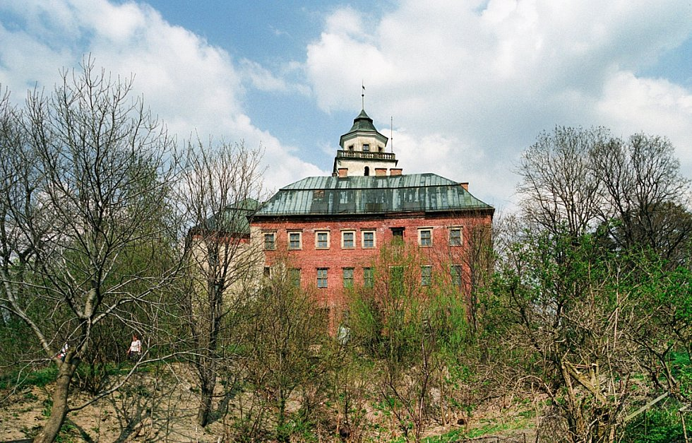 Zámek Międzylesie pochází ze 17. století.