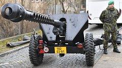 Speciálně upravená děla, která vystřelí slavnostní salvy při inauguraci prezidenta Miloše Zemana.