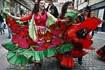 Centrem Prahy prošel ve čtvrtek 27. května 2010 průvod účinkujících 12. ročníku Světového romského festivalu Khamoro. Jeho cílem je ukázat bohatství a mnohovrstevnost romské kultury a tradic, které jsou součástí české a evropské a světové kultury.