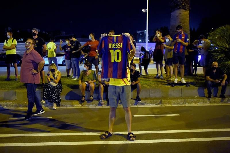 Protesty fanoušků proti vedení poté, co Lionel Messi ohlásil, že chce odejít z Barcelony.