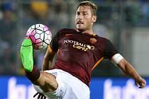 Kapitán AS Řím Francesco Totti kvůli zranění nedohrál ligový zápas s Carpi.
