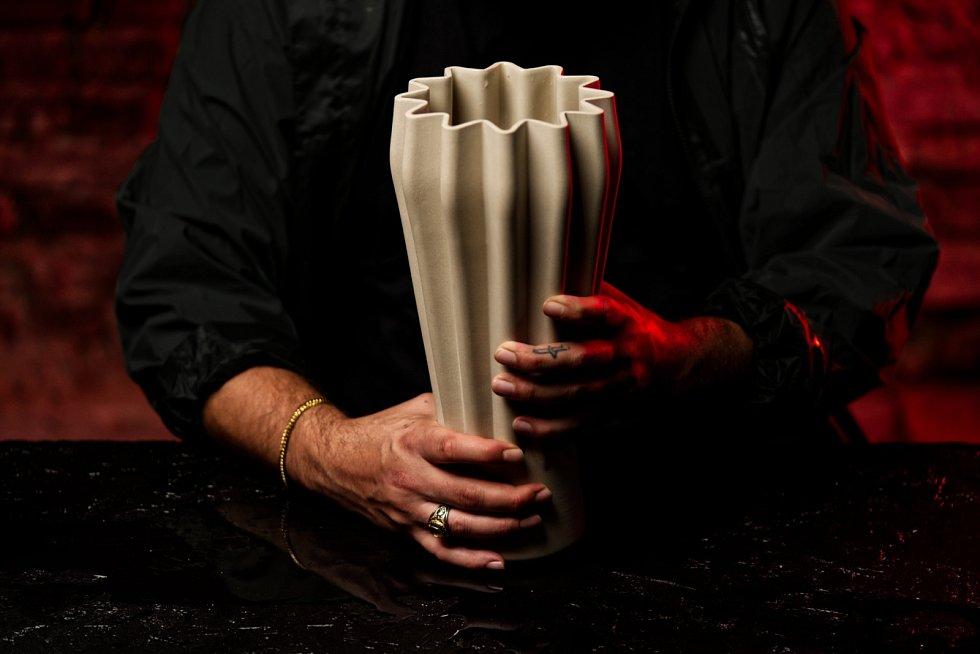Keramická váza ve dvou barevných provedeních z kolekce zeitgeist.limited.
