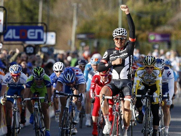 Druhou etapu ovládl drtivým finišem Němec Haussler.
