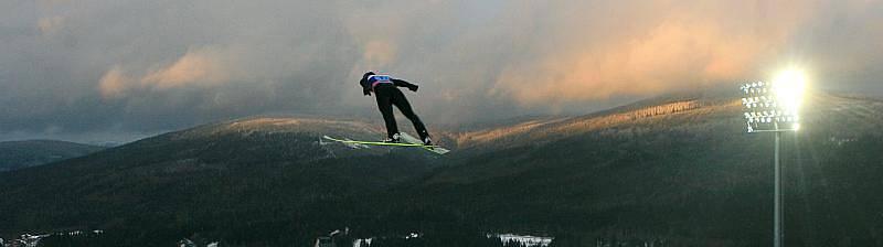 Světový pohár ve skoku na lyžích v Harrachově.