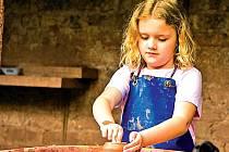 Keramiku, tanečky a hru na fl étnu už ze školek pomalu vytlačují jazykové kurzy.