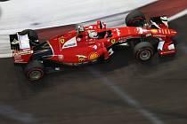 Sebastian Vettel v kvalifikaci na Velkou cenu Singapuru.