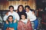 Jiří (uprostřed s brýlemi) s kamarády v Utice v roce 1989.