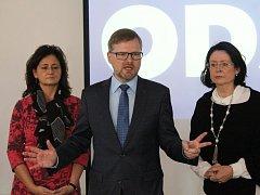 Předseda ODS Petr Fiala (uprostřed) vyzval na stranické nominační konferenci v Jihlavě premiéra Bohuslava Sobotku k tomu, aby ve věci podezřelého financování a daňových úniků ministra financí Andreje Babiše neodkladně jednal.