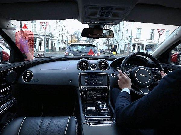 Automobilka Jaguar Land Rover vyvíjí technologii průhledných sloupků.