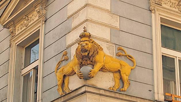Dalšího lva najdeme na novorenesančním nájemnímdomě v Bubenči čp. 162 v ulici Jana Zajíce 21.
