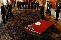 Prezident Václav Klaus jmenoval na Pražském hradě nové ministry.