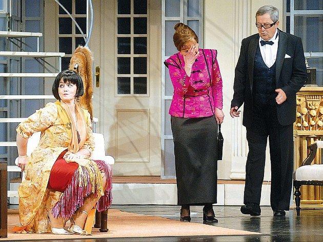 Z předchozích sezon se v programu sezony 2008/09 objeví dvacet titulů, mezi nimi i komedie Řeči