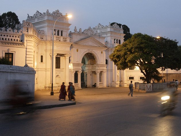 Jižní brána královského paláce v Káthmándú, který se mění v muzeum.
