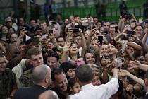 Barack Obama dnes jako první americký prezident přijel do japonské Hirošimy, která se před 71 lety stala vůbec prvním terčem jaderného bombardování na světě.